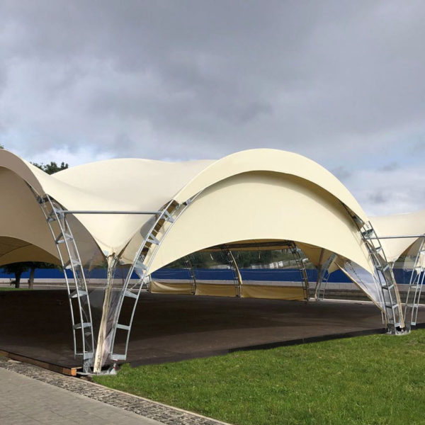Модульный пол из дерева в шатре